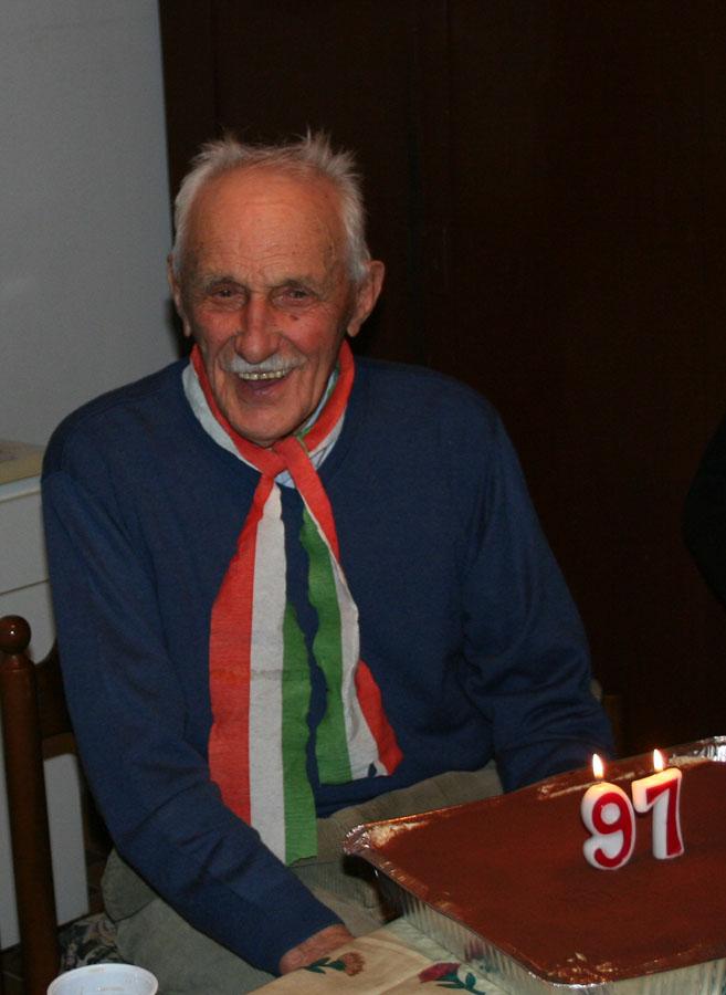 Nino, un vecio alpino di 97 anni